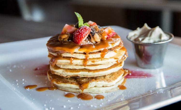 Pancakes berries on top in High Energy Diet style - Custom meal plan