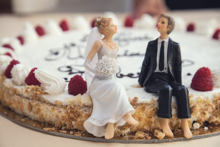 Female and male decorations on the wedding cake - pre wedding diet program