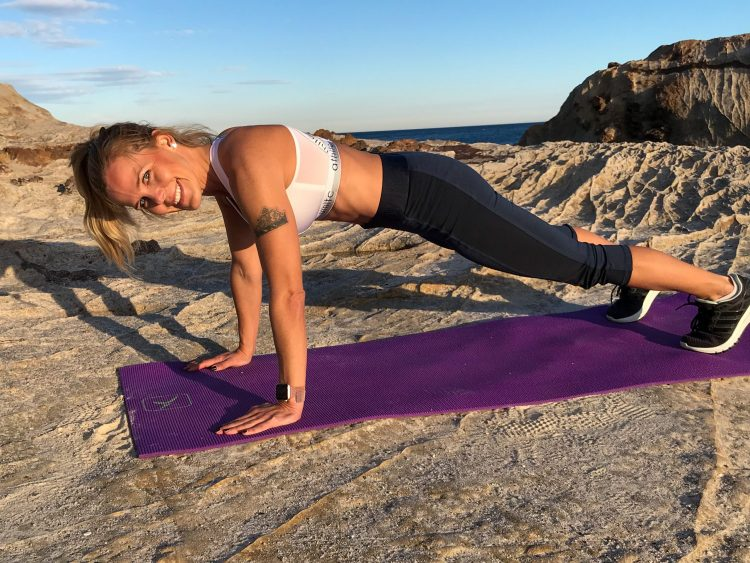 Teija doing calisthenics workout at home in Spain